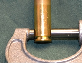 The micrometer anvil is too large to measure the case head diameter. It bridges either to the rim or the pressure ring